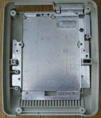 前期型下部の金属板